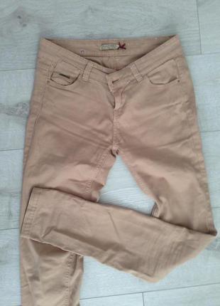Бежевые брюки stradivarius