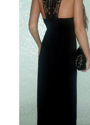 Красивое платье с ажурной спинкой