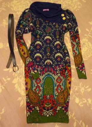 Красивое платье футляр дивной расцветки