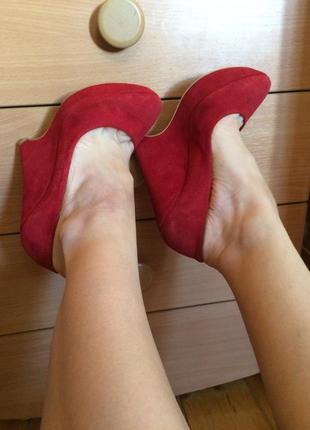 Замшевие красние туфли натуралки