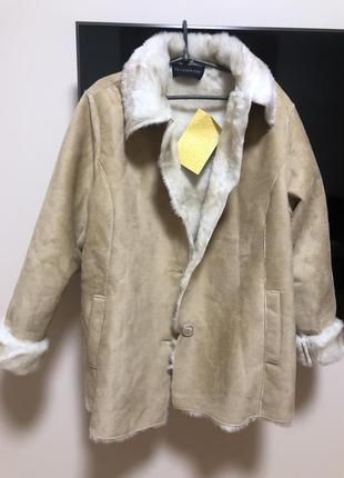 Дубленка пальто тёплое с эко мехом кремовая с карманами демисезонная