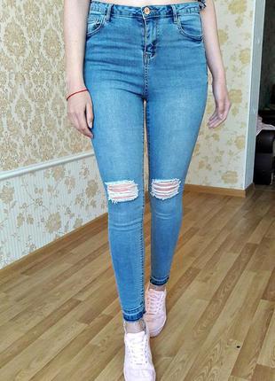 Стильные джинсы скинни от denim go s-размера