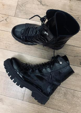 Крутые кожаные ботинки