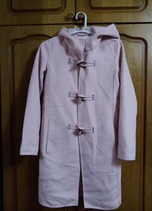 Пальто пинжак новое  красивого цвета