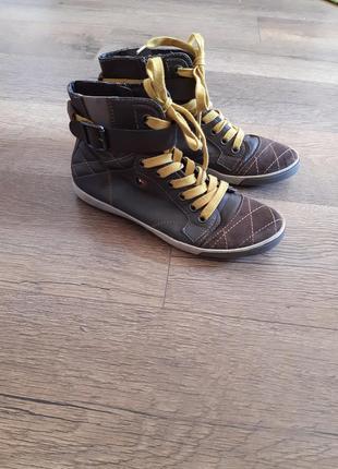 Крутые кожаные ботинки  tomaris