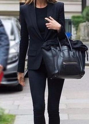 Чёрный приталенный пиджак