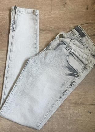 Новые джинсы брюки скини слим zara basic с замочками светлые серые