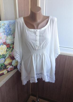 Шелковая блуза с кружевами
