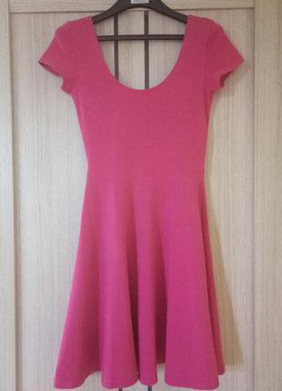 Летнее яркое хлопковое платье цвета фуксии