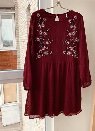 Платье марсала с вышивкой