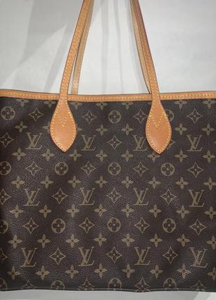 Большая фирменная сумочка на плечо louis vuitton.