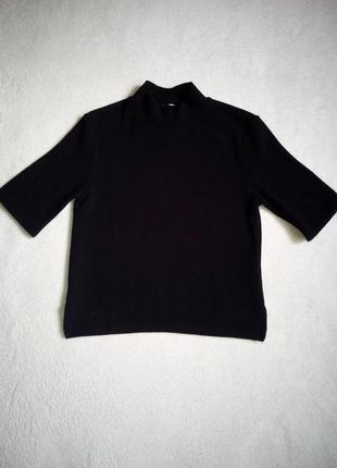 Черный укороченный гольф в рубчик с короткими рукавами