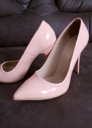 Туфли лодочки 38 размер цвет нюд
