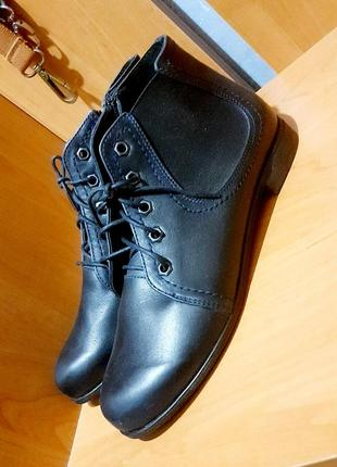 Кожаные натуральные ботинки на шнурках