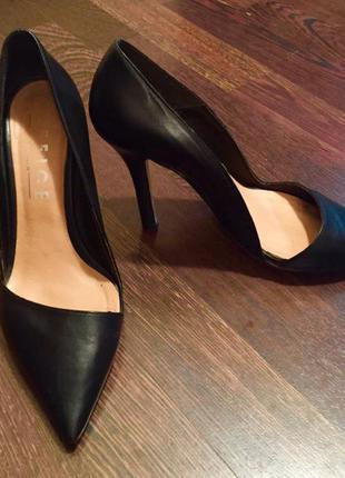 Чёрные туфли лодочки,черные туфли с узким носком.туфли с острым носком