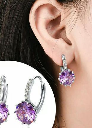 Нежные серьги с фиолетовыми камнями серебристые
