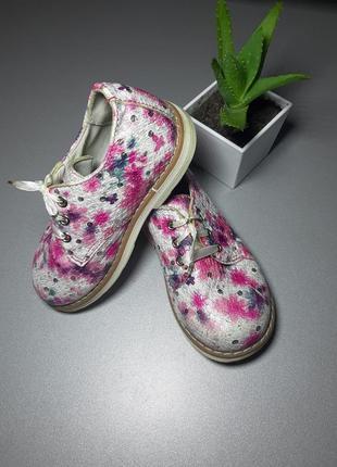 Туфельки детские дя девушки