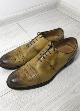 Жовті шкіряні туфлі salvatore ferragamo