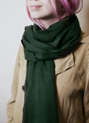 Уютный зеленый шарф палантин на осень