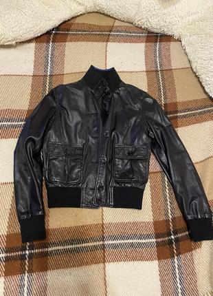 Кожаная куртка с закрытой шеей