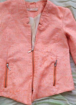 Пиджак розовый на молнии