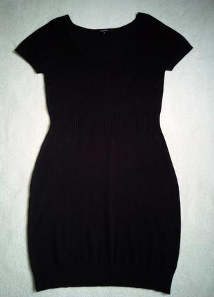 Черное трикотажное платье с короткими рукавами