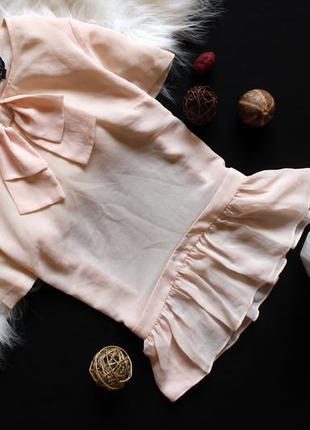 Пудровая блуза с рюшами топшоп