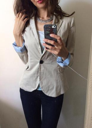 Стильный лаконичный нюдовый пастэльный пиджак блейзер с полосатой подкладкой