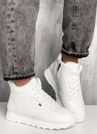 Новые женские зимние белые кроссовки на меху кросівки