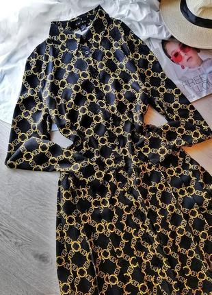Стильное платье рубашка в принт цепи