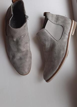 Ботинки серые 40размер