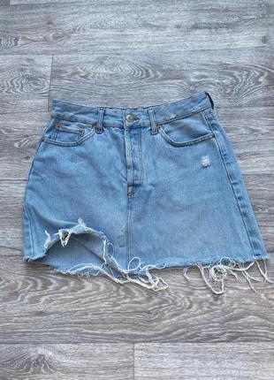 Мини юбка bershka джинсовая размер s голубой цвет