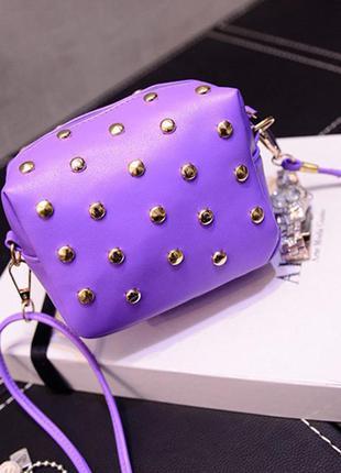 Лиловая сумка с шипами через плечо \ клатч кроссбоди на длинном ремешке-цепочке