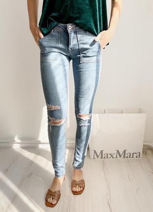 Джинсы джинси голубые с порезами