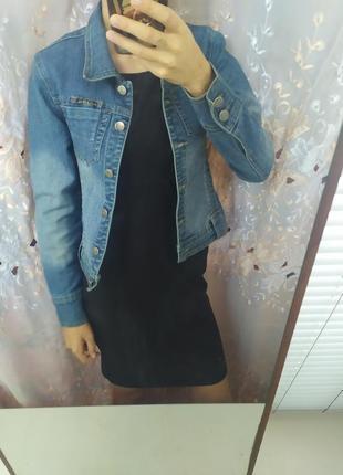 Укороченная джинсовка голубая женская курточка на пуговицах 100% хлопок