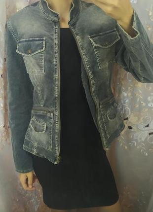 Серая короткая женская джинсовка хлопок на молнии
