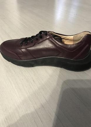 Кроссовки полностью кожаные