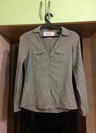 Рубашка в клетку с карманами на груди зеленая mango