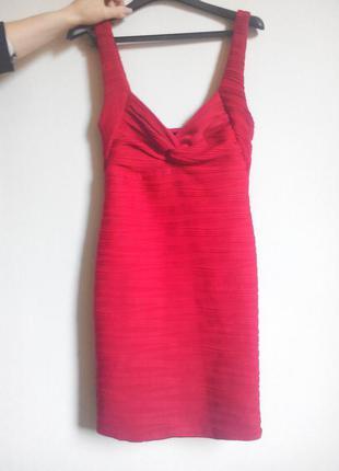 Красное платье резинка