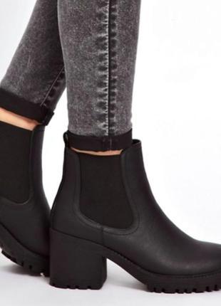 Крутые масивные ботинки челси тракторная подошва каблук