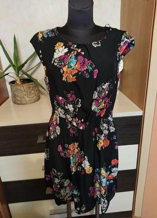 Платье new look с цветочным принтом тренд сезона
