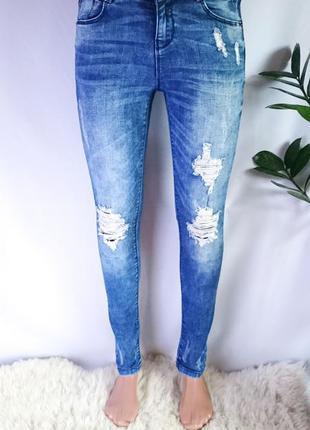 Крутые джинсы скинни с потертостями denim