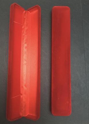 Прямоугольная красная коробка для цепочки украшений