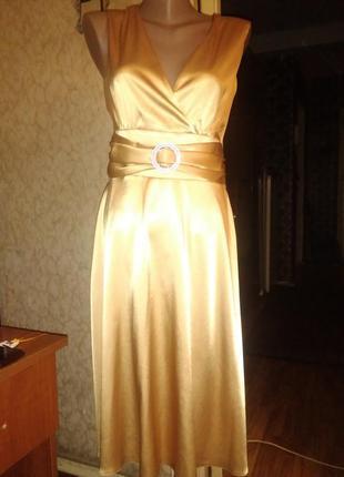 Элегантное золотое вечернее платье из атласа 40 mona style