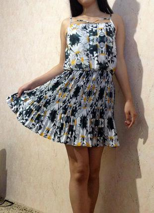 Летнее платье сарафан плиссе в цветы ромашки gloria jeans