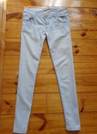 Светлые джинсы на лето