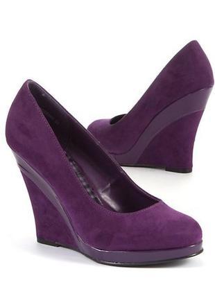 Замшевые фиолетовые туфли на танкетке new look