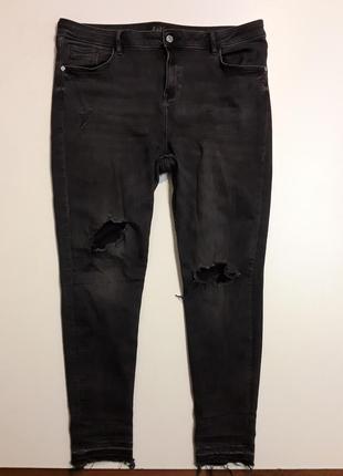 Фирменные рваные джинсы
