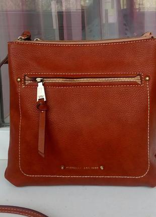 Стильная новая сумка cross-body fiorelli.