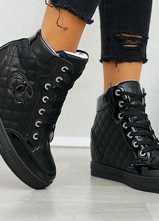 Сникерсы, кроссовки на высокой подошве